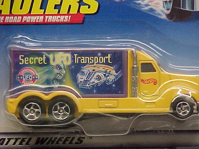 Hot Wheels UFO Transport