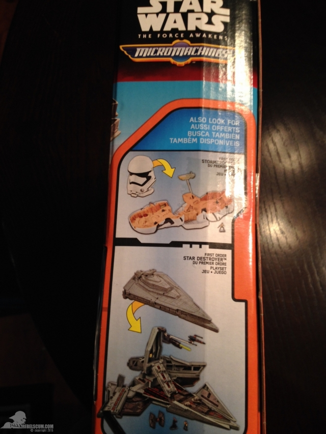 star-wars-the-force-awakens-millennium-falcon-micromachines-playset-080615-003