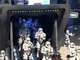 Sixth-Scale-Star-Wars-Drop-Ship-By-Hot-Toys-3