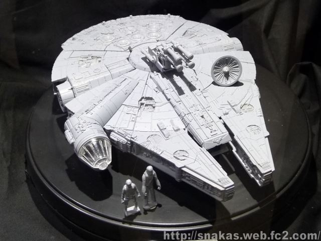 Takara Tomy Millennium Falcon 002