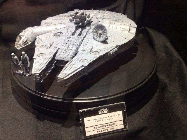 Tokyo-Comic-Con-Transformers-X-Star-Wars-002-Millenium-Falcon